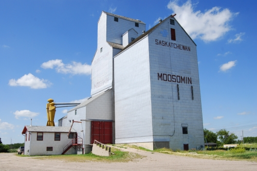 Moosomin grain elevator
